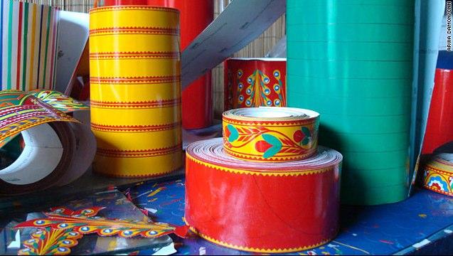Colorful trucks decorate Pakistan_s roadways - CNN.com-2