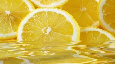 LemonsInWater